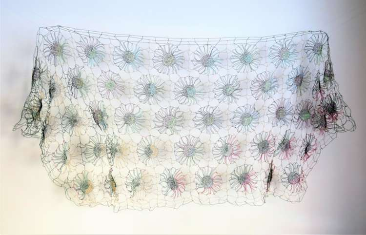 21.SOILI ARHA; Toivon viitta (Cloak of the Hope ), 2013, Messinki, kupari, metallilangat  (Brass, copper), wire, Virkkaus (Crochet) , 105 cm X 260 cm,  (4).JPG